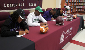 Pen to paper: 11 athletes sign with colleges