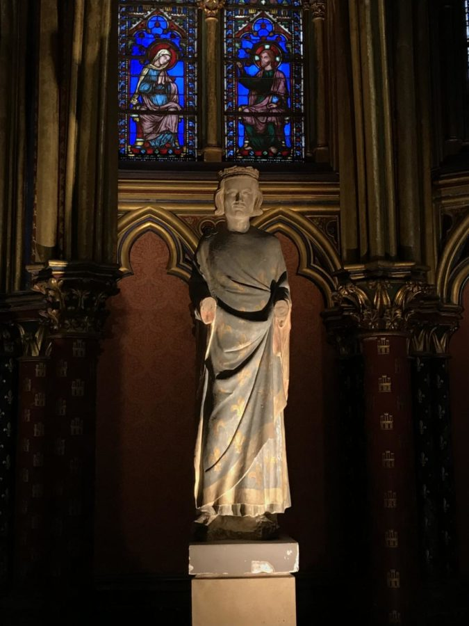 statue at the Saint Chaplle