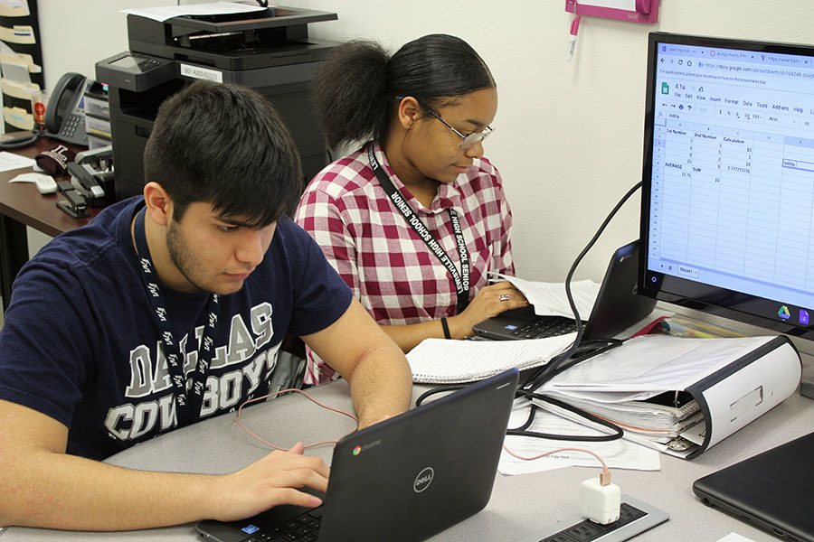 Seniors Isaac Bustos and Christin Bingham work on calculations for their Oackie poncho.