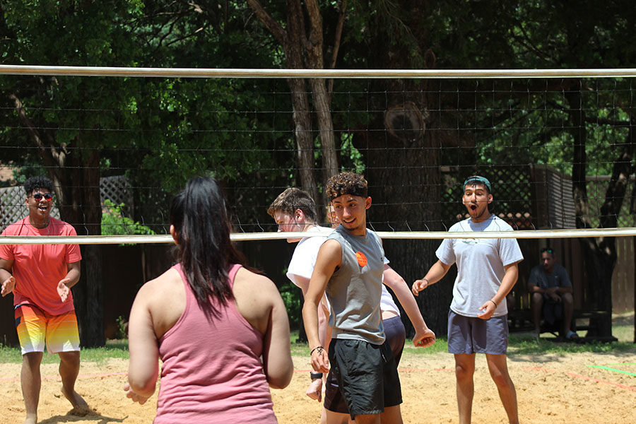 Senior Giovanni Quintana and others play volleyball.