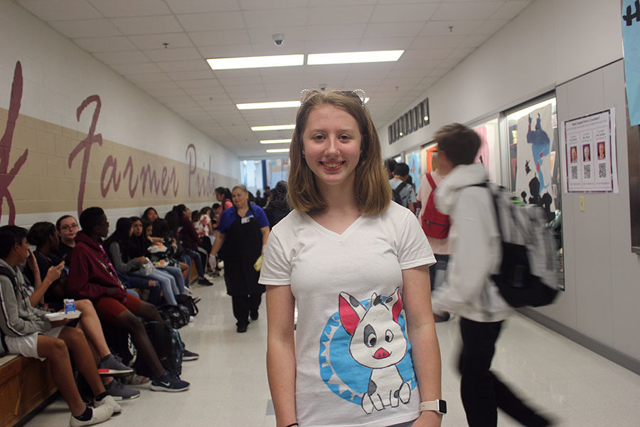 Freshman Jessica Alspaugh participates in Moana day by painting Pua on her shirt