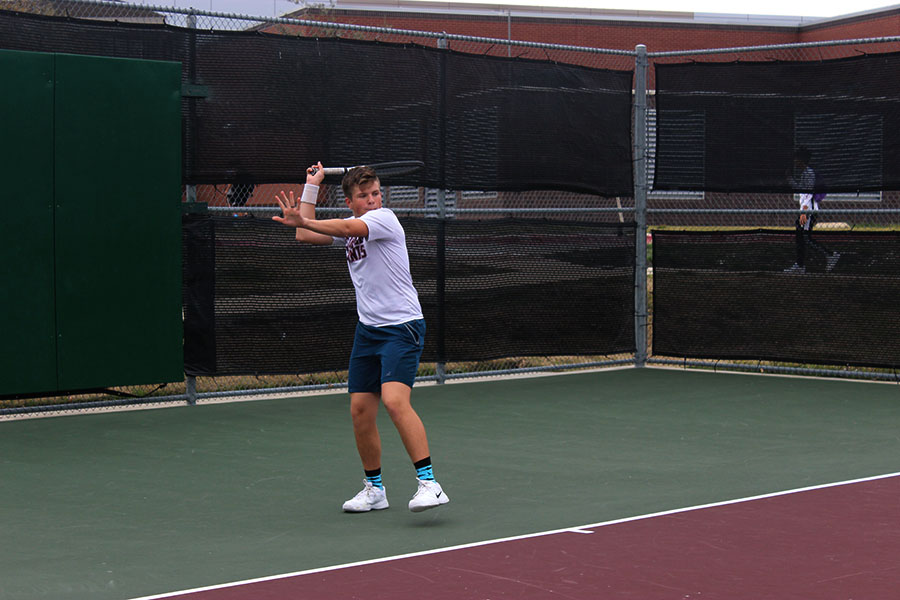 Sophomore+Cooper+Hopkin+prepares+to+hit+a+forehand+during+practice+on+Monday%2C+March+2.+